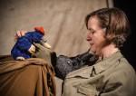Kindertheater: Es ist der Maulwurf mit der Schaustellerin zu sehen.